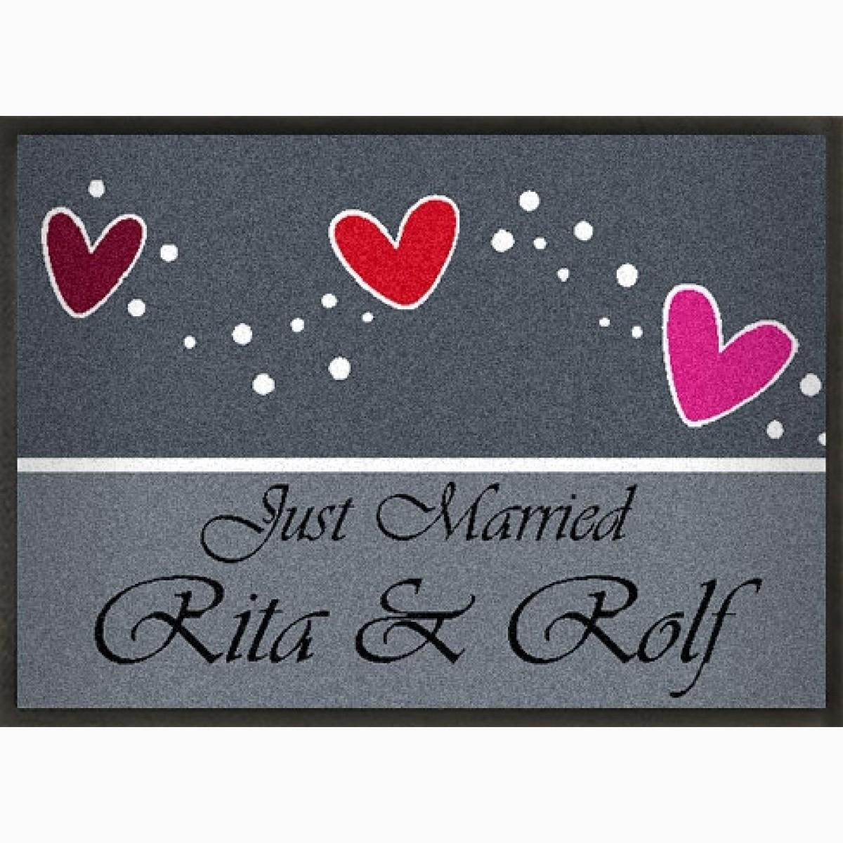 Fußmatte zur Hochzeit mit roten Herzen