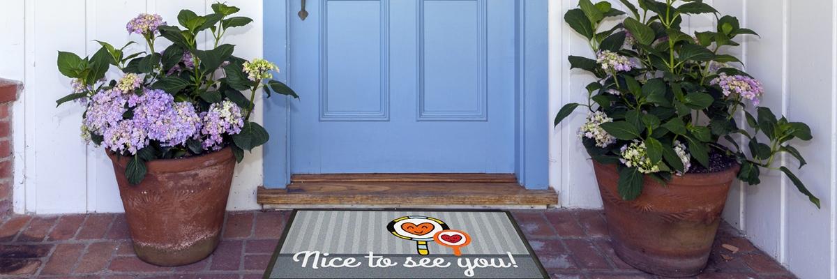 Fußmatte blaue Türe